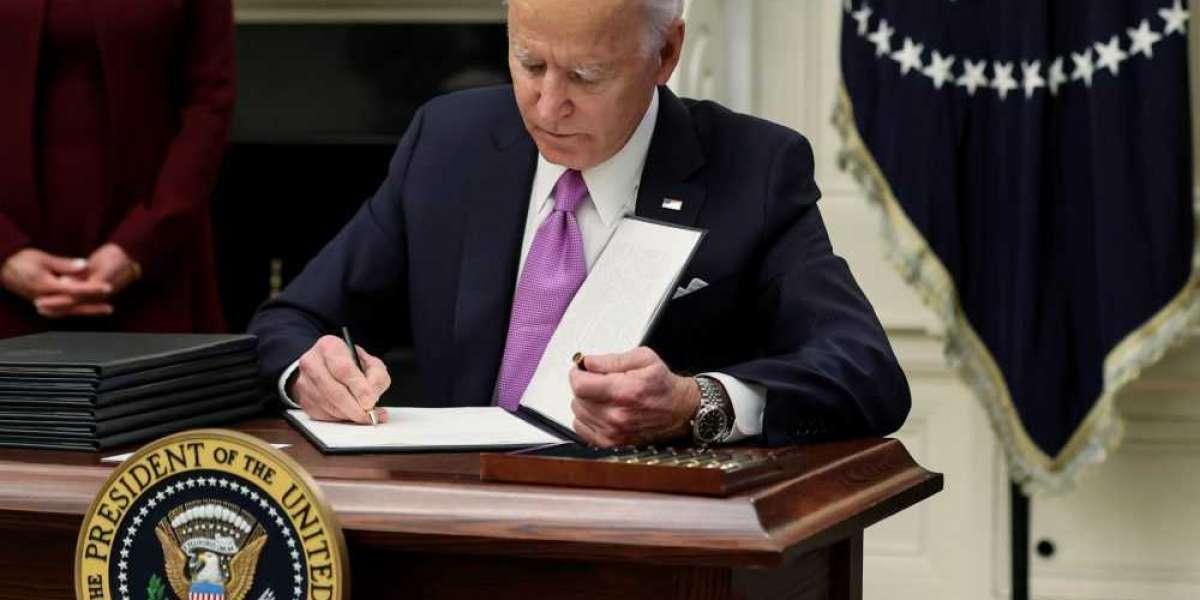 Transgender osoby se opět mohou připojit k americké armádě. Biden zrušil předchozí zákaz Trumpa.